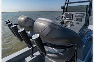 catalyst-boatworks-console-from-behind